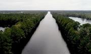 Đường cao tốc Mỹ biến thành sông sau bão Florence