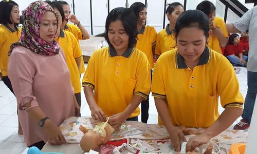 Người giúp việc được đào tạo ở Jakarta, Indonesia. Ảnh: ST.