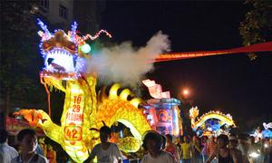 Những lồng đèn khổng lồ cho lễ hội ở Tuyên Quang