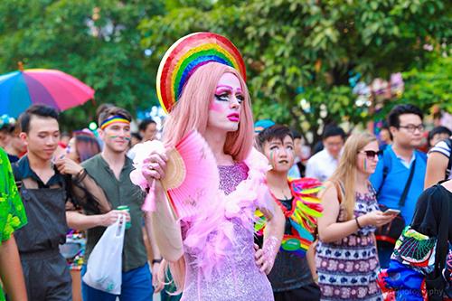 Ricardo Glencasa tại lễ diễu hành Viet Pride diễn ra trên phố đi bộ Nguyễn Huệ ngày 25/8. Ảnh: