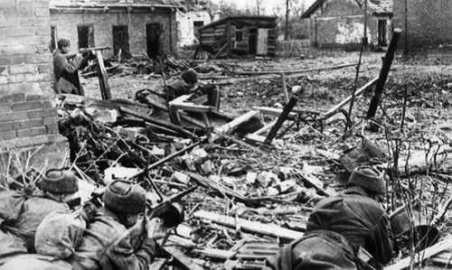 Binh sĩ Hồng quân Liên Xô trong trận Stalingrad. Ảnh: Wikipedia.