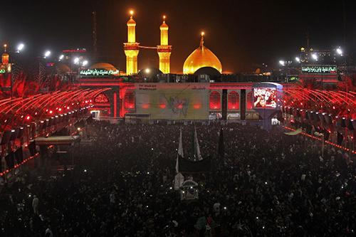 các tín đồ Shiite đổ về đền thờ Hussein ở Karbala, Iraq