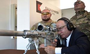 Putin trổ tài bắn súng trường