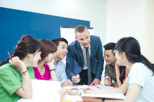 Học viên tại khóa học iTalk của VUS được thực hành với 100% giáo viên bản ngữ chuyên nghiệp.