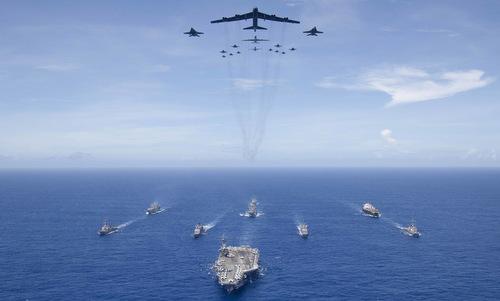 Không quân và hải quân Mỹ phối hợp tại tập trận Valiant Shield 18. Ảnh: US Navy.