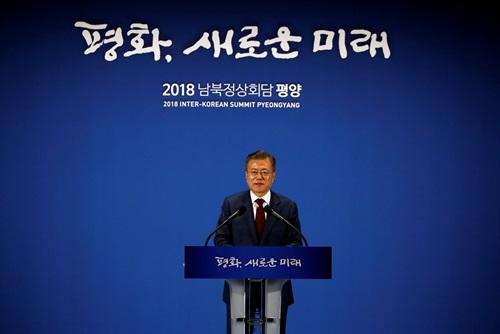 Tổng thống Hàn Quốc Moon Jae-in phát biểu tại trung tâm báo chí ở thủ đô Seoul hôm nay sau khi trở về từ Bình Nhưỡng. Ảnh: Reuters.