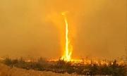 Lốc xoáy lửa cao 60 m ở Canada