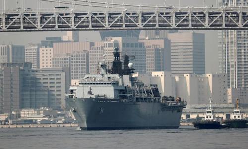 Tàu đổ bộ HMS Albion của Anh tới Tokyo, Nhật Bản vào tháng trước. Ảnh: Reuters.