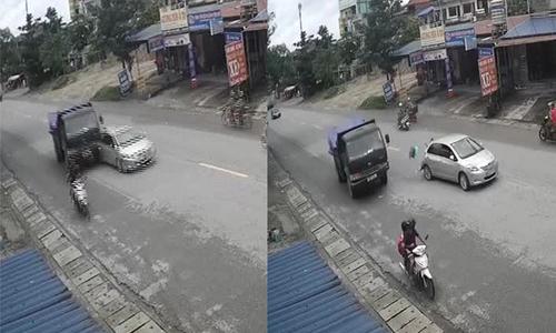 Ôtô dừng đột ngột bị xe tải tông nát đuôi: Ai đúng, ai sai?