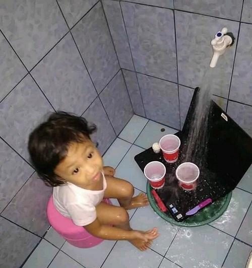 Phát khóc vì lòng tốt của con gái rượu.