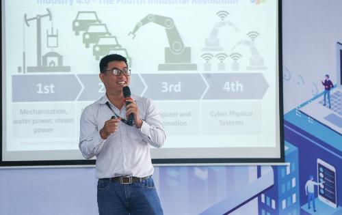 Mentor Đinh Vũ Quốc Trung chia sẻ về cách mạng công nghiệp 4.0.