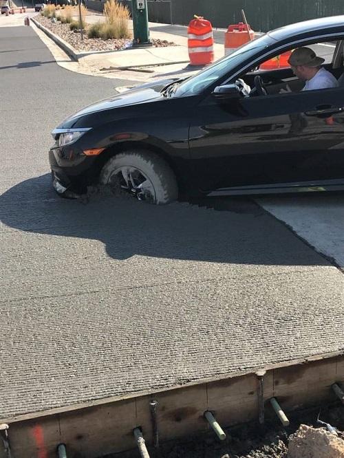 Bánh xe sa, xe hơi chết đứng.