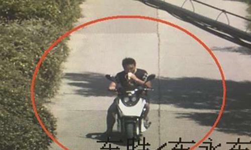 Tên trộm bị bắt từ manh mối video ăn chuối. Ảnh: SCMP.