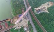Cầu đường sắt 14.000 tấn xoay 90 độ ở Trung Quốc