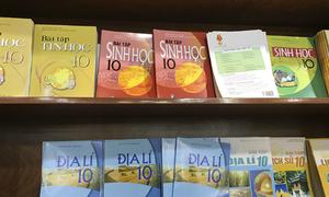 Bộ Giáo dục kiểm tra việc xuất bản sách giáo khoa