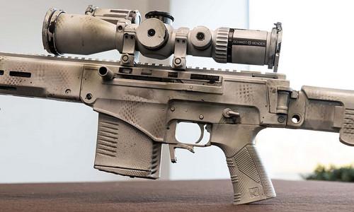 Chốt an toàn nằm ngay trên tay cầm, tiện dụng hơn khóa an toàn kiểu AK. Ảnh: RBTH.