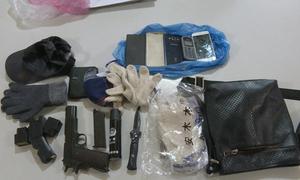 Hai khẩu súng, mặt nạ da người thu tại hiện trường vụ cướp tiệm vàng