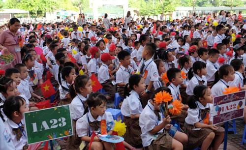 Học sinh 23 lớp 1 của tiểu học Chu Văn An khai giảng năm học mới. Ảnh: Quỳnh Trang.