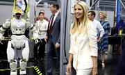 Phi hành gia Nga khen Ivanka Trump xinh đẹp