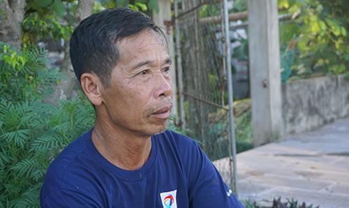 Ông Đảng và nhiều người dân quê hương Quang Thiệnbàng hoàng khi nghe tin Chủ tịch nước qua đời. Ảnh: Lê Hoàng.