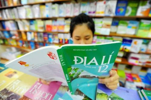 Bình quân mỗi ngàyNhà xuất bản Giáo dục Việt Namlãi gộp hơn nửa tỷ đồng từ mảng kinh doanh nắm thế độc quyền trên thị trường là xuất bản sách giáo khoa.