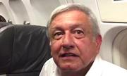 Tổng thống đắc cử Mexico mắc kẹt trên máy bay chở khách nhiều giờ vì mưa lớn