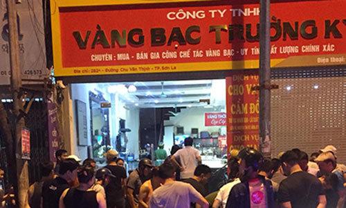 Ba thanh niên xông vào cướp tiệm vàng ở Sơn La