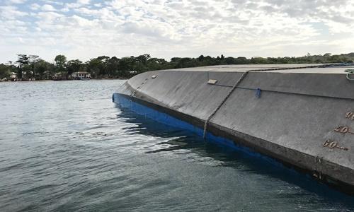 Phà MV Nyerere bị lật trên hồ Victoria, Tanzania, ngày 22/9. Ảnh: Reuters.