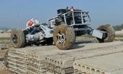 Xe quân sự không người lái Trung Quốc thi vượt chướng ngại vật