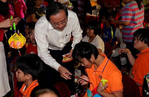 Anh Đỗ Xuân Quang  Phó tổng giám đốc Vietje dành nhiều lời động viên và tin rẳng các em sẽ có tương lai tốt đẹp hơn với sự quan tâm của xã hội, cộng đồng.