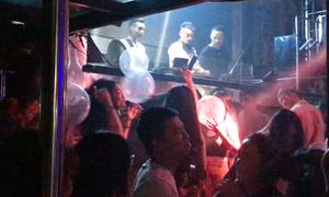 'Bóng cười' tràn lan trong quán bar ở Hà Nội