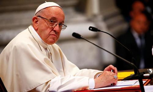 Giáo hoàng Francis trong một cuộc họp với các tín hữu tại Rome, Italy, ngày 14/5. Ảnh: Reuters.