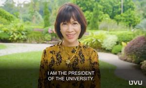 Nữ hiệu trưởng đại học Mỹ gây ấn tượng khi nói sáu thứ tiếng