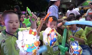 800 trẻ em rước đèn Trung thu trong công viên lớn nhất Sài Gòn