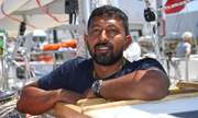 Thủy thủ Ấn Độ mắc kẹt giữa đại dương khi đua thuyền vòng quanh thế giới