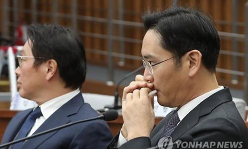 Đàn ông Hàn Quốc mê mẩn trào lưu son dưỡng môi