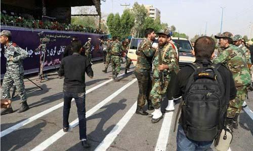 Hiện trường vụ xả súng vào lễ duyệt binh hôm qua tại thành phố Ahvaz, Iran. Ảnh: Reuters.