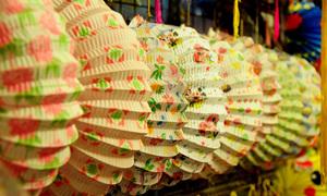 Phố lồng đèn Sài Gòn đông nghịt người chơi lễ Trung thu