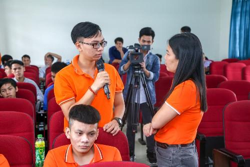Sinh viên các trường cởi mở chia sẻ với đội ngũ mentor