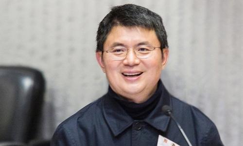 Tỷ phú Tiêu Kiến Hoa trong một sự kiện đóng góp cho quỹ nghiên cứu robot trường đại học trung văn Hong Kong hồi tháng 4/2016. Ảnh: CUHK.