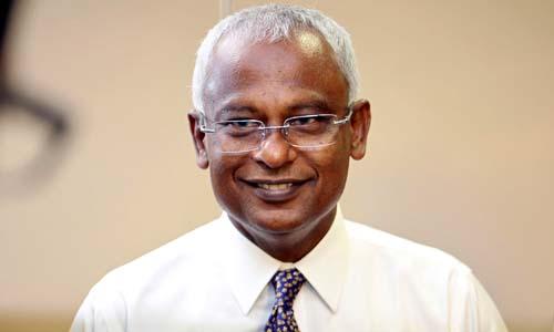 Ibrahim Mohamed Solih, lãnh đạo đảng Dân chủ Maldives, xuất hiện trước truyền thông sau cuộc bầu cử tổng thống hôm qua tại thủ đô Male. Ảnh: Reuters.