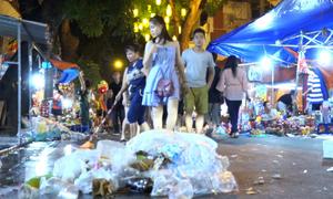 Rác ngập phố đi bộ Hà Nội dịp Trung thu