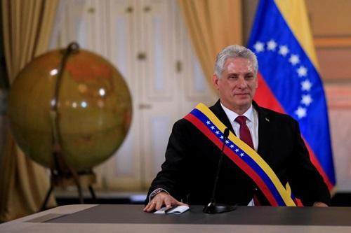 Chủ tịch Cuba Miguel Diaz-Canel tham dự cuộc họp với Tổng thống Venezuela Nicolas Maduro ở Caracas, Venezuela hôm 30/5. Ảnh: Reuters.