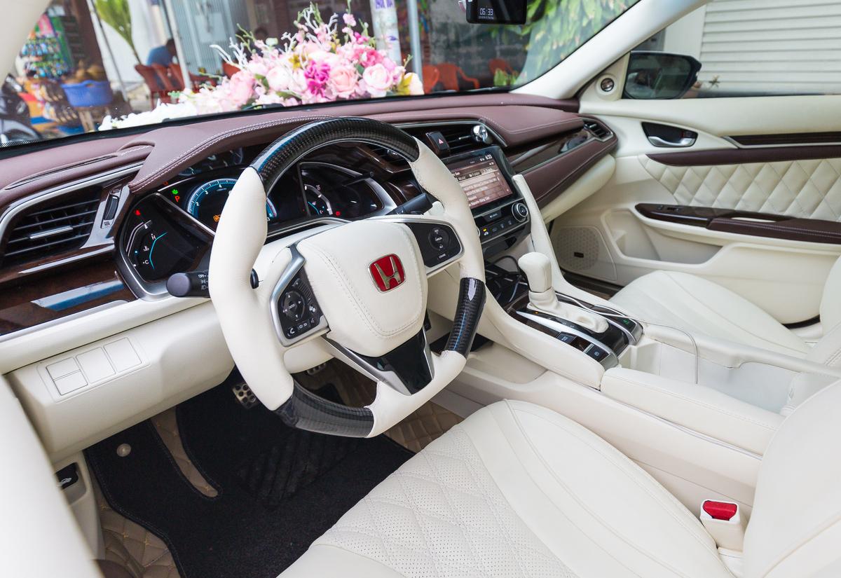 Honda Civic độ nội thất phong cách Maybach
