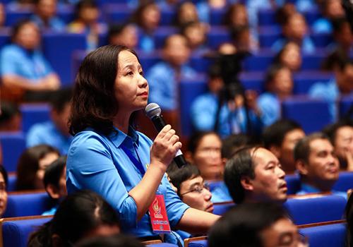 Bà Trần Quý Dân,Chủ tịch Công đoàn Tổng Công ty May 10. Ảnh: LĐLĐ.