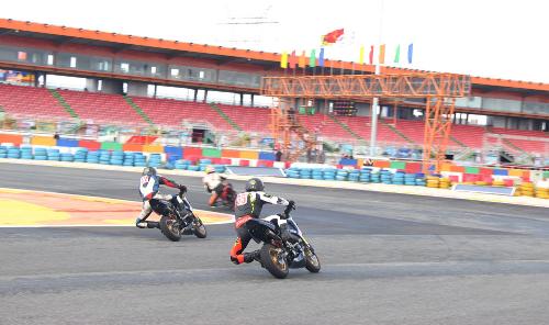 Tay lái Việt nài Honda Wave, MSX, Winner trên đường đua - 4