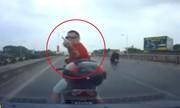 Ãng Tây lái xe máy chặn Äầu dằn mặt tà i xế ôtô