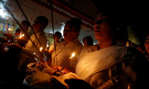 Lễ cầu siêu thường niên kéo dài 15 ngày là dịp để người Campuchia tưởng nhớ thân nhân đã khuất. Ảnh: Reuters.