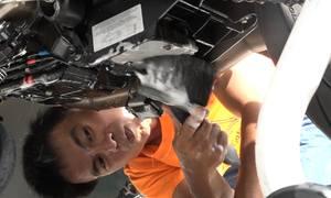 Người rửa xe môtô với giá 2 triệu mỗi chiếc ở Sài Gòn