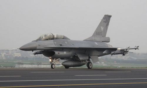 Tiêm kích F-16 Đài Loan trong một cuộc diễn tập năm 2013. Ảnh: AFP.